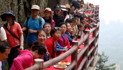 Feast for the brave: Eating on cliff