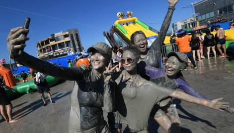 Koreans enjoy fun-packed Mud Festival
