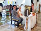 Video: Filipino bride defies floodwater