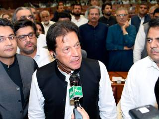Pakistani lawmakers elect Imran Khan as PM