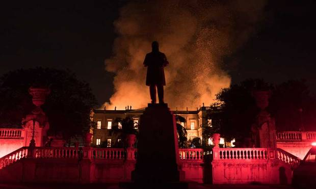 200-year-old Rio museum hit by huge fire