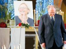 History: World bids farewell to Anna Lindh