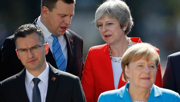 EU leaders pressure May to take Brexit deal
