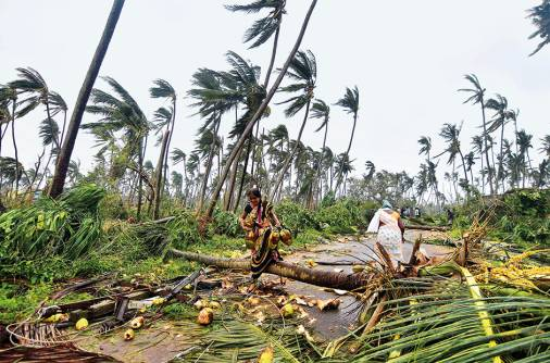 Titli batters eastern India, 300,000 evacuated