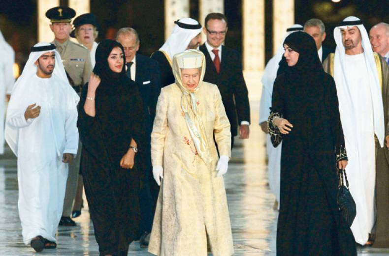 queen-elizabeth-ii-with-uae-officials-at-shaikh-zayed-mosque-in-the-capital