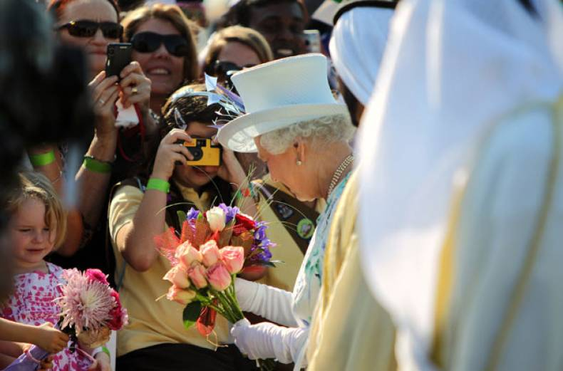 queen-elizabeth-ii-receives-flowers-from-children