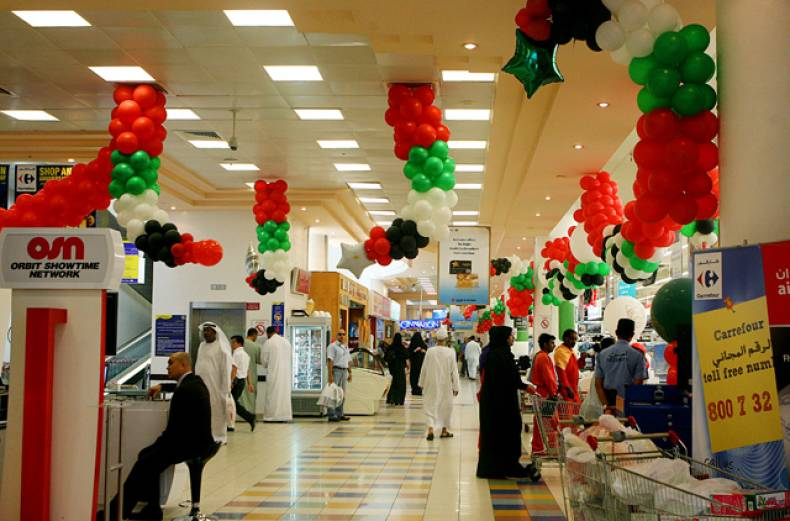 carrefour-in-abu-dhabi-gets-into-the-spirit-of-impending-national-day