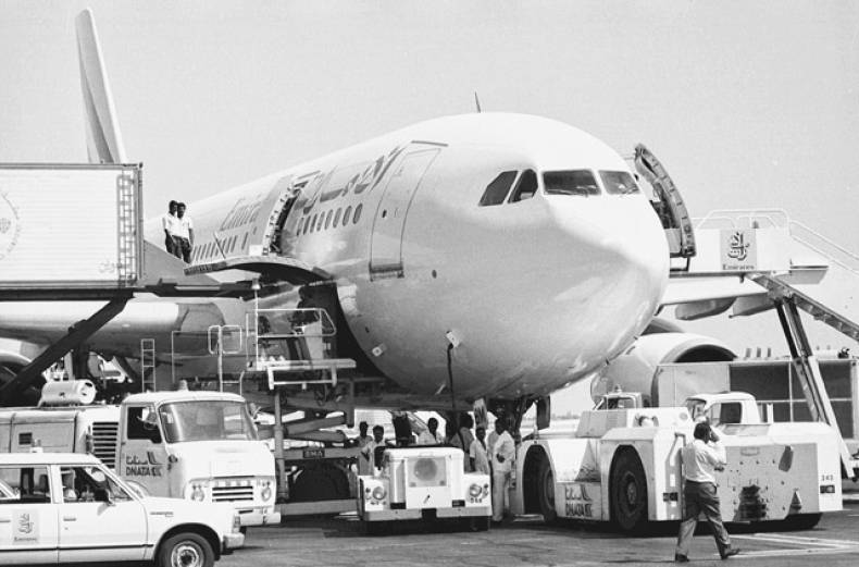 in-1985-the-first-emirates-flight-took-off-from-dubai-to-karachi