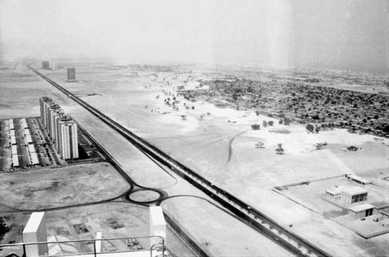 from-the-trade-centre-in-1981-looking-south-along-the-abu-dhabi-road-now-shaikh-zayed-road
