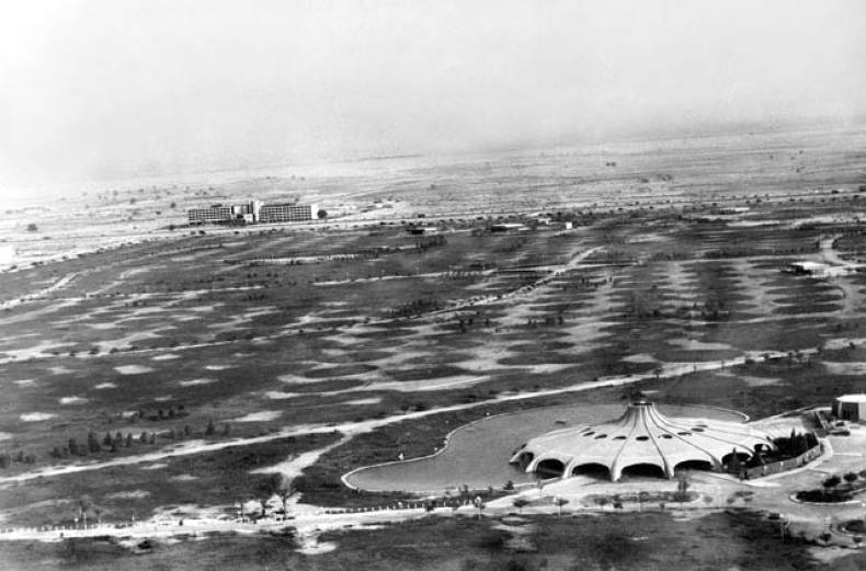 in-1979-al-safa-park-in-dubai-was-still-largely-without-trees-and-the-grass