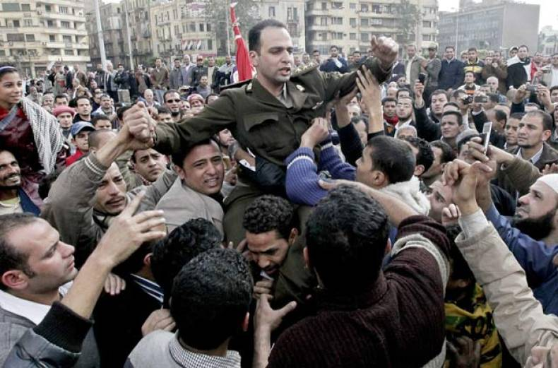 protesters-have-an-army-officer-shouldered-who-joined-in-their-protests-in-cairo