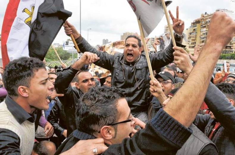 protesters-demand-the-ouster-of-mubarak-at-the-egyptian-embassy-in-beirut