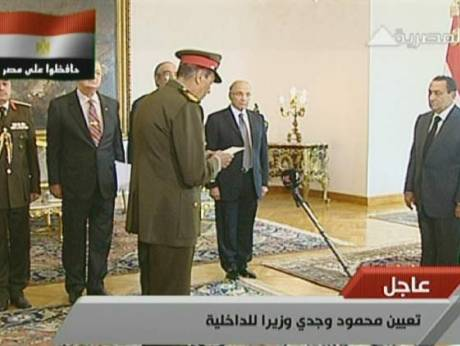 Egypt's new cabinet being sworn in by Egyptian President Hosni Mubarak