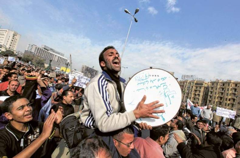 a-musician-performs-in-tahrir-or-liberation-square-in-cairo