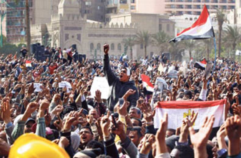 protesters-wave-the-national-flag-in-tahrir-square