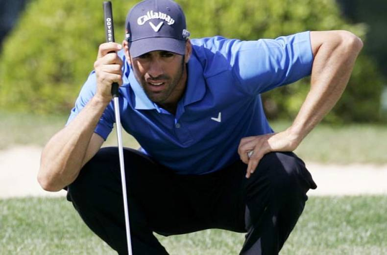 alvaro-quiros-of-spain-concentrate-on-a-putt-at-the-8th-green-on-the-final-day