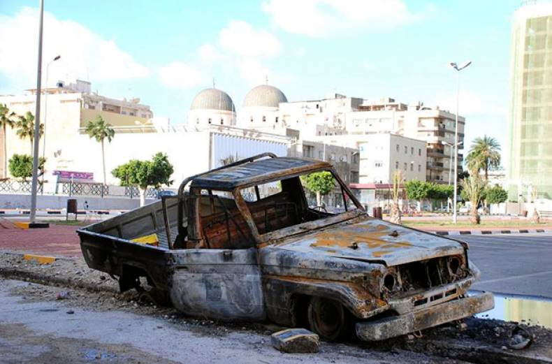 vehicle-damaged-by-unrest-in-libya
