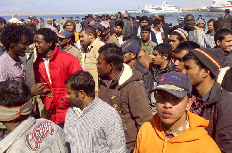refugees-in-dire-conditions-at-benghazi-port