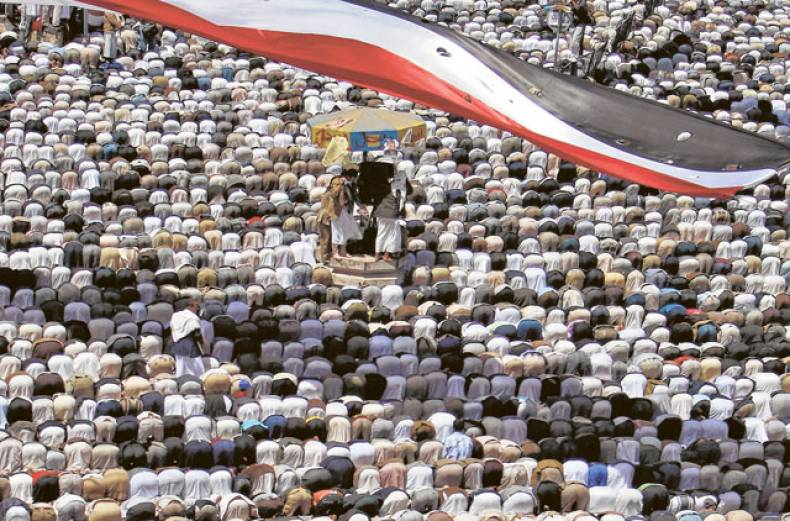 anti-government-protestors-attend-friday-prayers