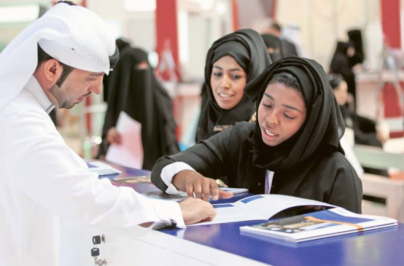 an-official-advises-visitors-to-the-dubal-stand-during-careers-uae-event