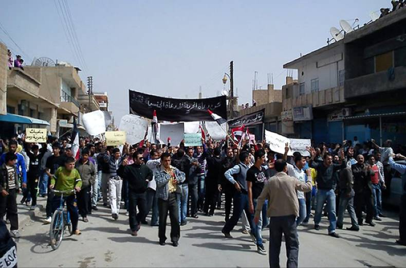 syrian-anti-government-protesters-march