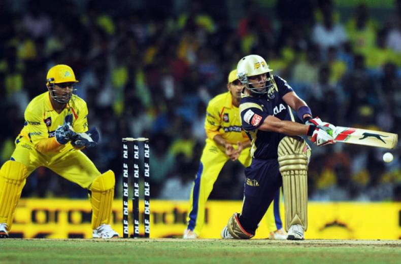 kolkata-knight-riders-batsman-jacques-kallis-is-watched-by-mahendra-singh-dhoni