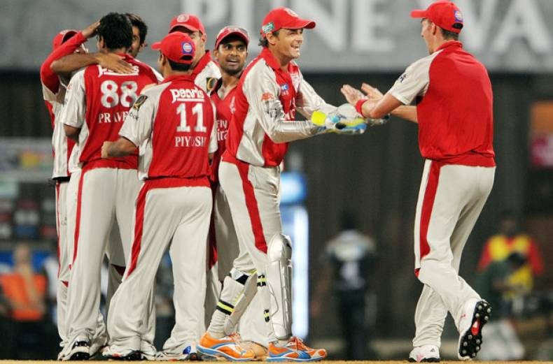 kings-xi-punjab-s-captain-adam-gilchrist-2nd-right-celebrates-with-teammates