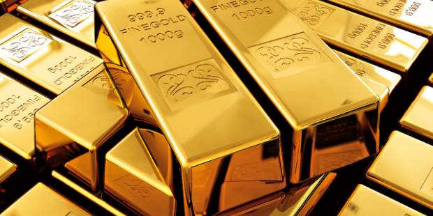Gold falls as dollar fights back
