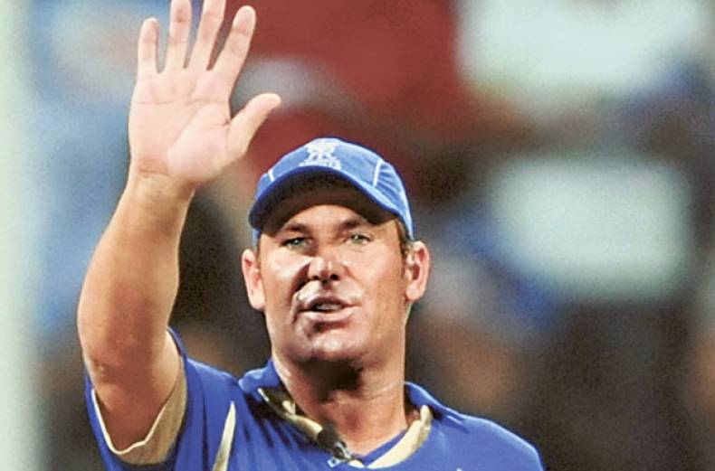 rajasthan-royals-captain-shane-warne-gestures-towards-teammates