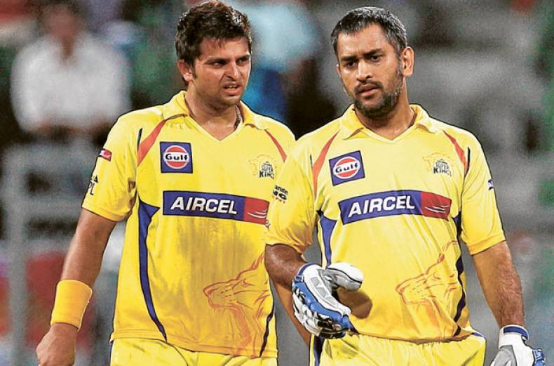 chennai-super-kings-suresh-raina-left-talks-to-captain-mahendra-singh-dhoni