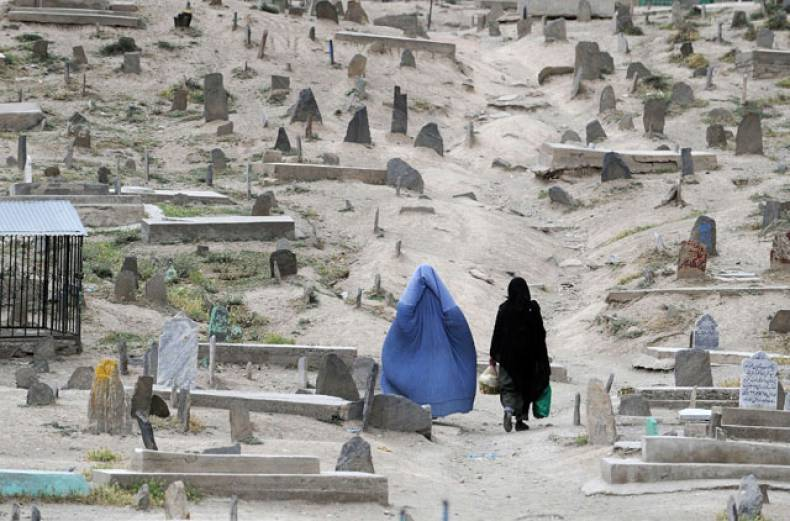 burqa-clad-afghan-women-walk-through-a-graveyard-in-the-old-section-of-kabul