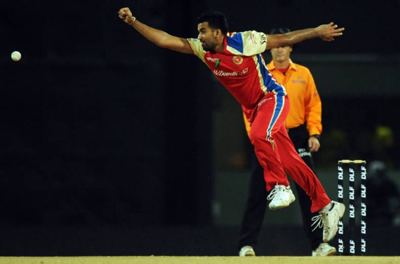 royal-challengers-bangalore-bowler-zaheer-khan-attempts-to-stop-a-ball-on-his-own-bowling