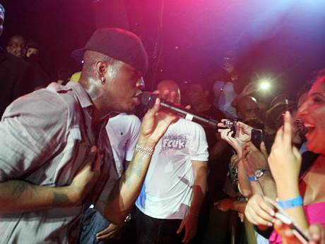 Ne-Yo at a concert in Dubai