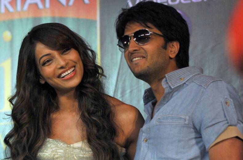 bipasha-basu-and-riteish-deshmukh