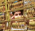 Gold slips to lowest in nearly 8 weeks