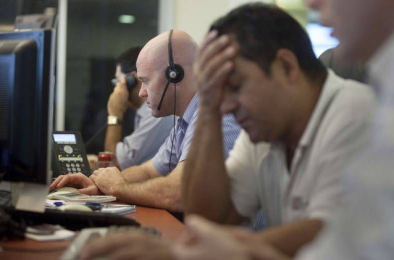 israeli-stock-market-traders-work-at-their-office-in-the-meitav-investment-house-in-tel-aviv