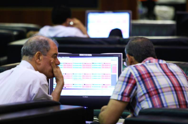 traders-and-investors-at-the-dubai-financial-market