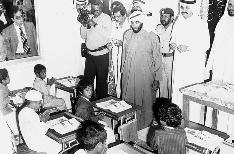 shaikh-zayed-visits-a-school-in-abu-dhabi