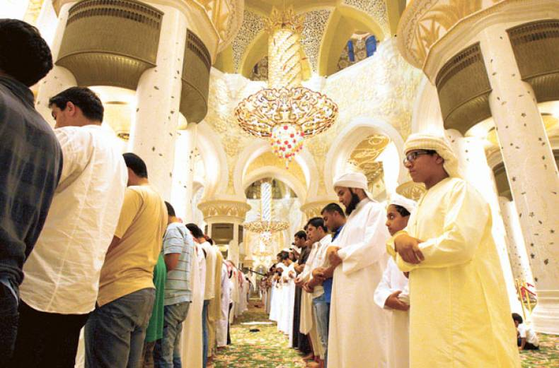 taraweeh-prayers-at-shaikh-zayed-grand-mosque