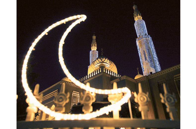 jumeirah-mosque-in-dubai-illuminated-for-ramadan