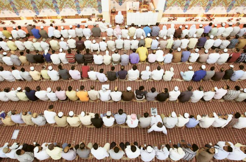 muslims-perform-prayers