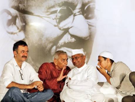 Anna Hazare (second right) and Bollywood actor Aamir Khan (right) listen to Shanti Bhushan