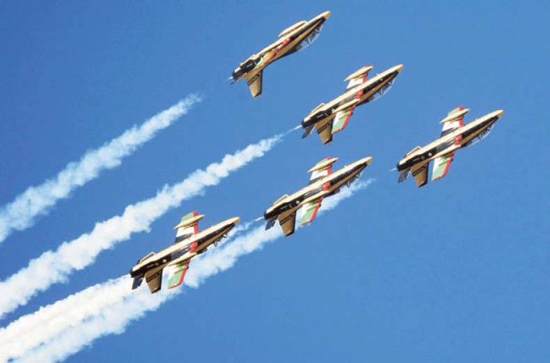 al-fursan-the-knights-the-uae-s-new-aerobatic-team-put-on-a-colourful-first-performance