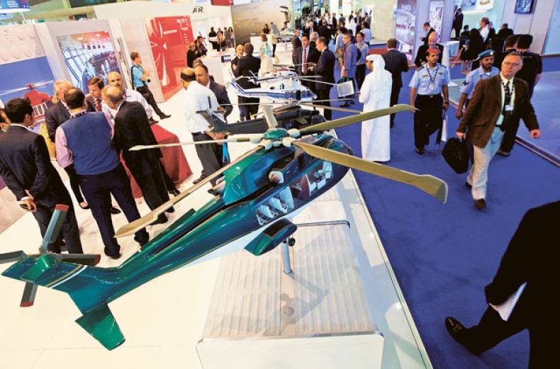 exhibitors-talk-with-visitors-at-the-dubai-airport-expo