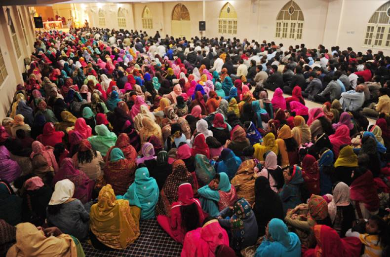 pakistani-christians-attend-christmas-prayers