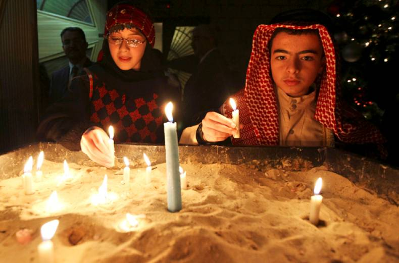 jordanian-christians-light-candles-after-attending-mass