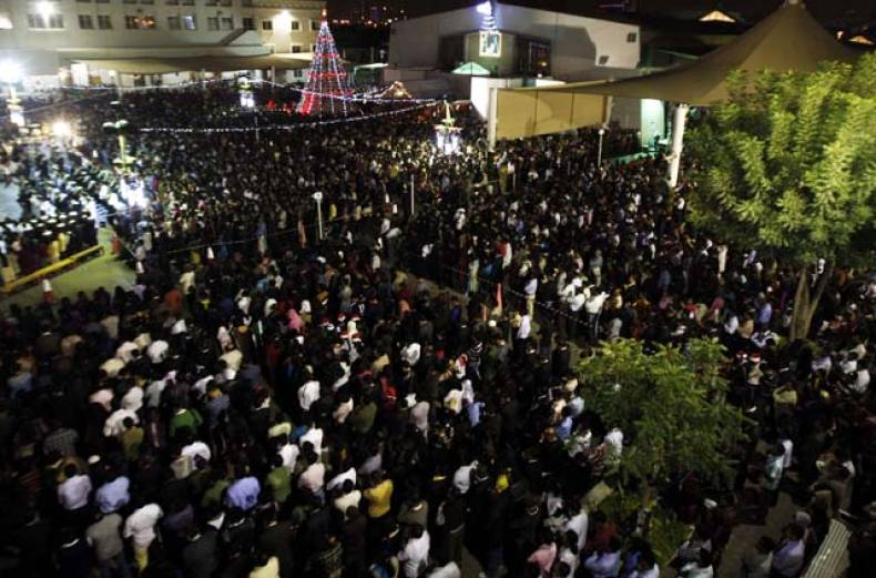 christians-attend-christmas-eve-mass-in-dubai