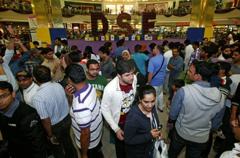 mall-goers-flock-to-the-deira-city-centre-for-the-best-bargains-and-offerings-during-the-dsf
