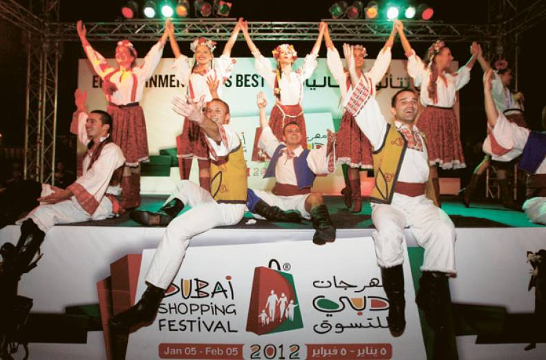 performers-wow-the-crowd-at-the-al-seef-creek-area-during-the-first-weekend-of-the-17th-dsf