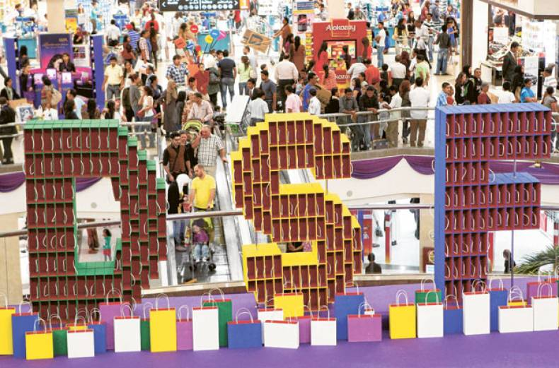 shoppers-tour-deira-city-centre-during-the-17th-dubai-shopping-festival